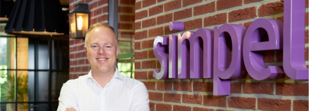 Mopinion: How Simpel boosts customer experience using Mopinion - Youri Cover Image - simpel online klantbeleving