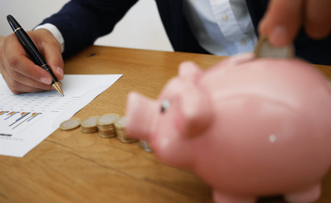 Mopinion: Webinar: How Financial Institutions can use Feedback to Improve the Online Experience - Piggy bank