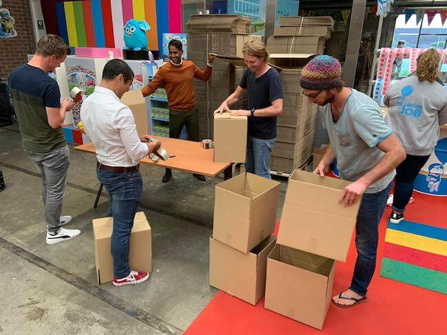 Stichting Jarige Job - packing boxes