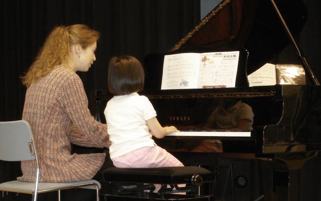 Employee in the spotlight Claire van der Wal - piano